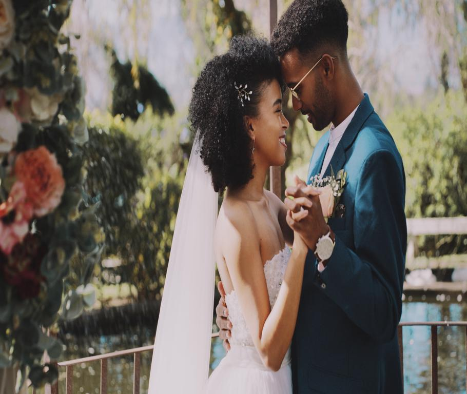 Dream Wedding - NewlyWeds Dancing