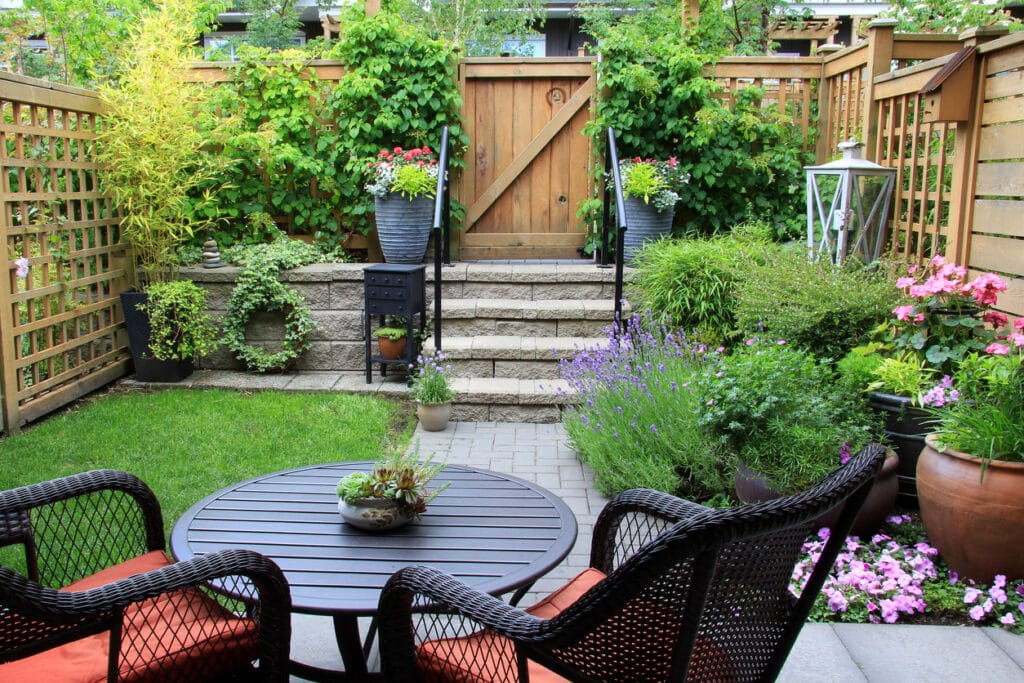A small backyard that utilizes the space as per the outdoor living trends in 2021.